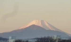 初日の出マラソン 平山橋より富士山を望む